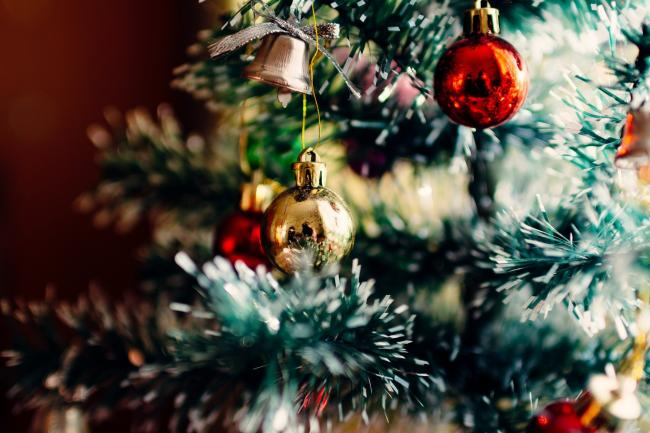 1 in 10 will have Christmas decs up before December...and feel happier for it