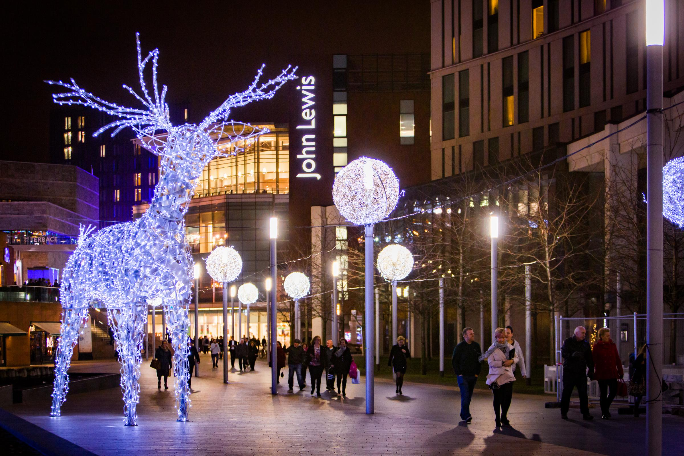 Lights, Entertainment, Choirs – And ONE Impressive Festive Street Party
